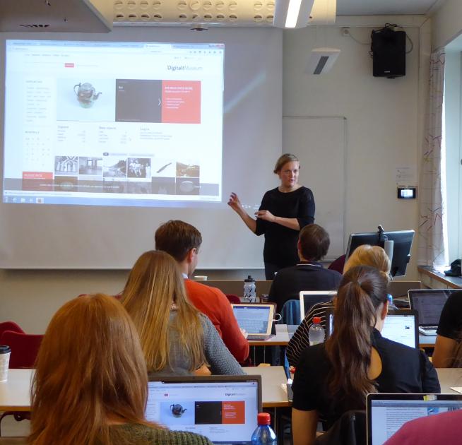 Wikipedia-kurs på UiO ved Jorid Martinsen. Foto: Linda Leung