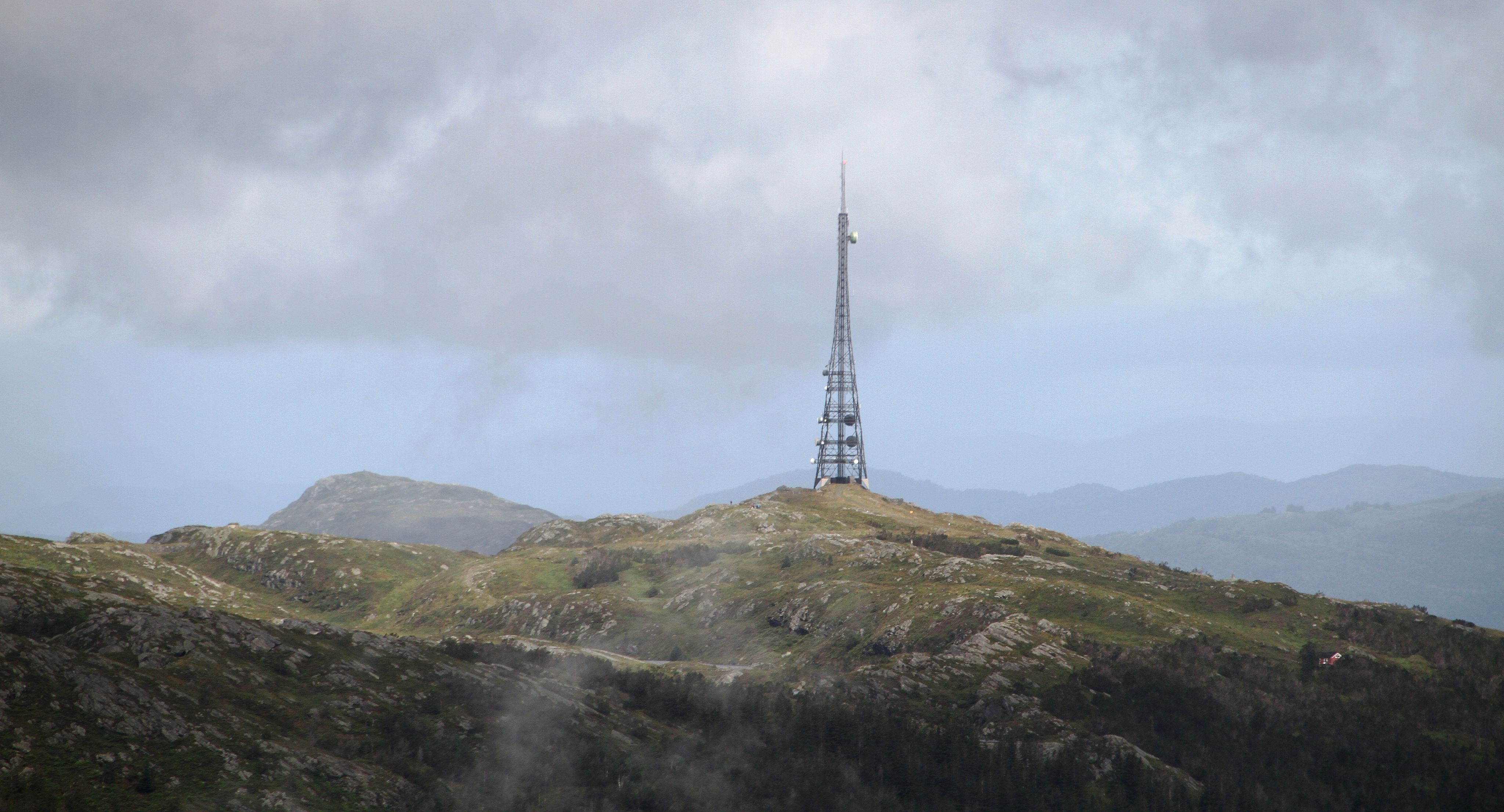 "The radio Tower from 1912, ominating the ""Rundemannen"" mountin top (Bergen, Norway). The Tower is a listed Heritage site, and it also belongs to the Telenor Heritage Sites (Telenors verneplan).By Bjoertvedt (Own work) [CC BY-SA 4.0 (http://creativecommons.org/licenses/by-sa/4.0)], via Wikimedia Commons"