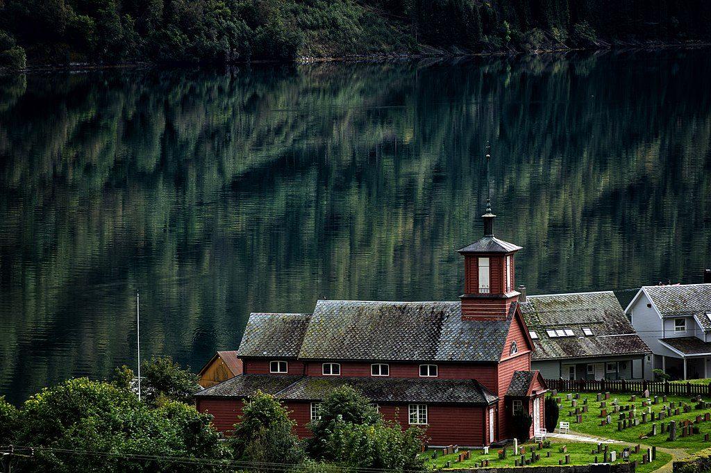 Fjærland kirke